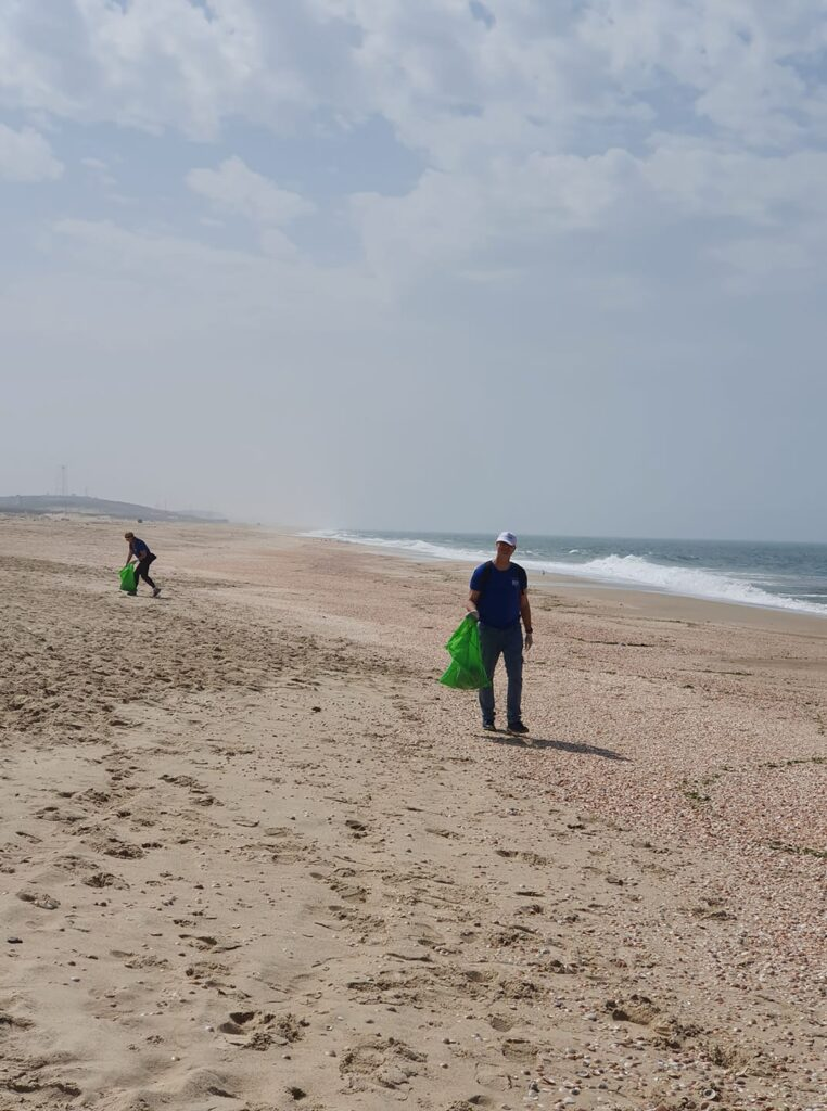 נקיון בחוף פלמחים